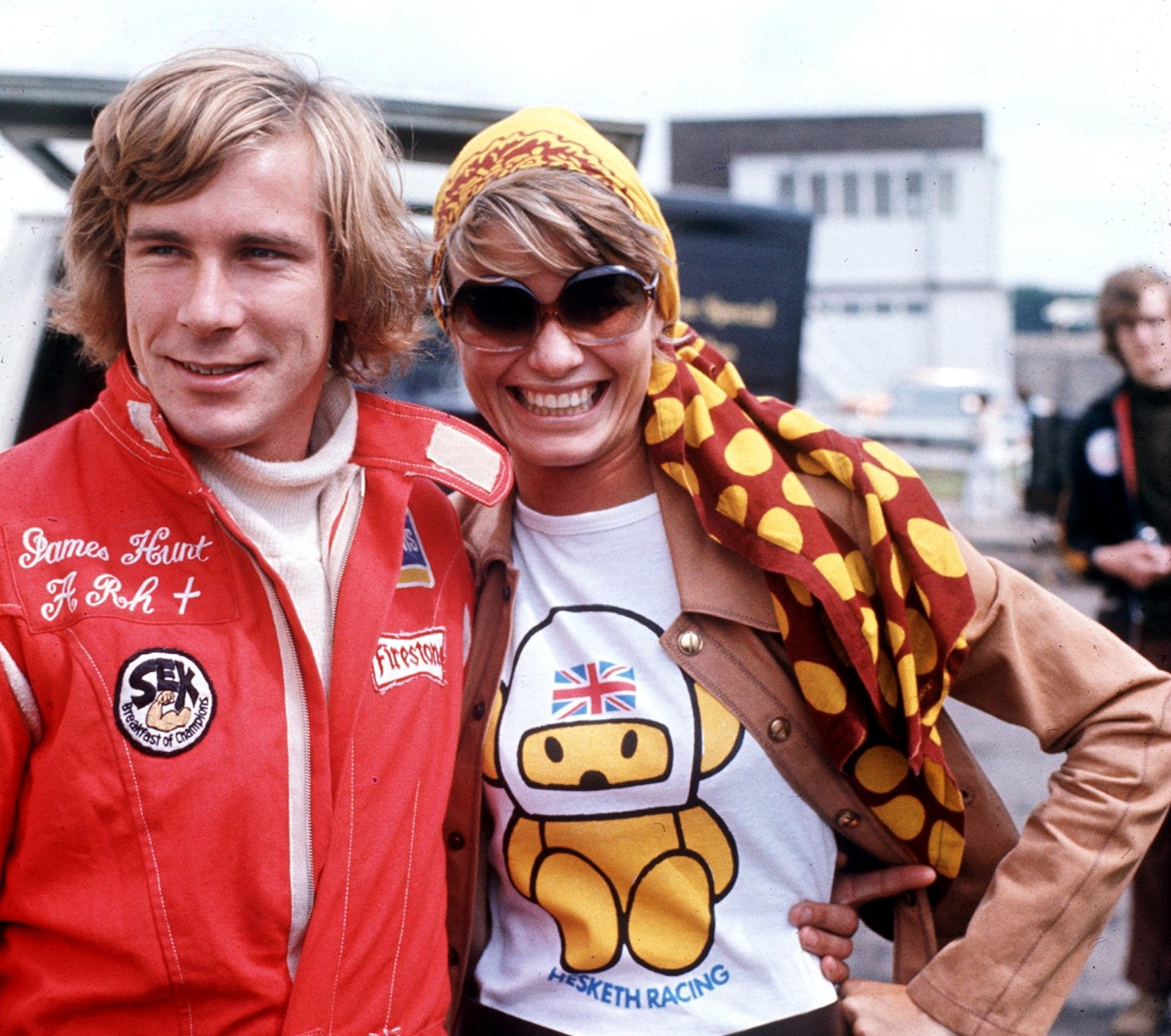 1974:  JAMES HUNT WITH HIS WIFE SUZI DURING THE BRITISH GRAND PRIX AT BRANDS HATCH. Mandatory Credit: Allsport UK/ALLSPORT