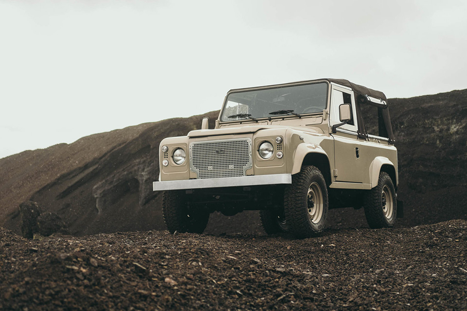 land-rover-discovery-90-heritage-custom-11